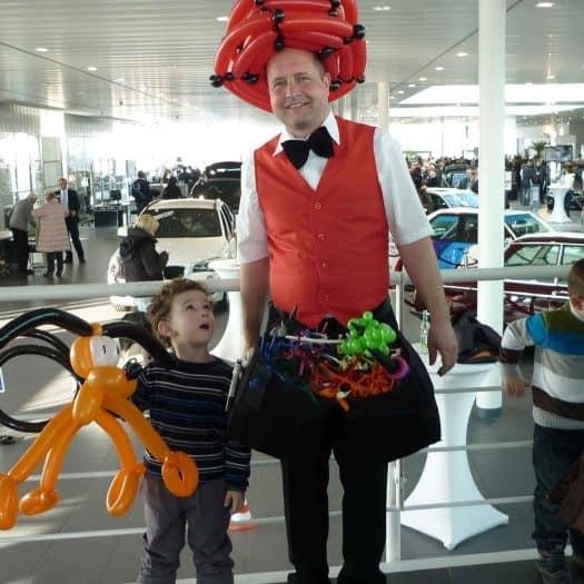 Ballonkünstler & Ballonmodellierer im Autohaus in Stuttgart